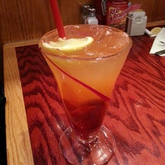 Photo taken at Red Robin Gourmet Burgers by Lucky on 1/25/2013