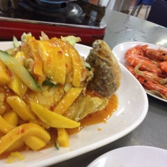 Photo taken at G7 Sinma Live Seafood Restaurant 新马活海鲜 by Parthan A. on 6/25/2015
