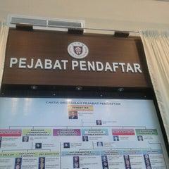 Photo taken at Pejabat Pendaftaran UTHM by マイケルス コ. on 5/21/2013