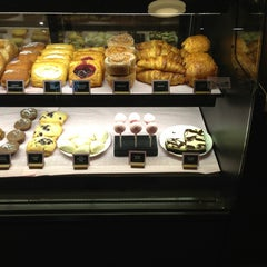 Photo taken at Starbucks by Leo P. on 7/28/2013
