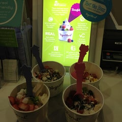 Photo taken at Yogurtland by Kelly Z. on 12/23/2012