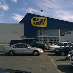 Photo taken at Best Buy by Randall D. on 5/21/2014