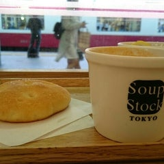 Photo taken at Soup Stock Tokyo 京急品川店 by K S. on 9/22/2015