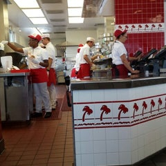 Photo taken at In-N-Out Burger by Anna J. on 3/25/2014
