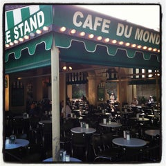 Photo taken at Café du Monde by Rafik F. on 7/29/2013
