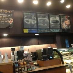 Photo taken at Starbucks (สตาร์บัคส์) by Nim S. on 3/29/2013