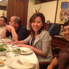 Photo taken at Saigon (ห้องอาหารไซ่ง่อน) by Tanya Phonanan ธ. on 9/29/2012