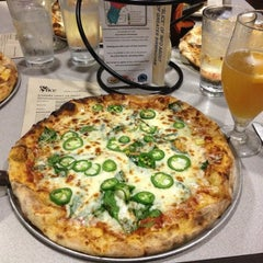Photo taken at Slice Pizza & Brew by Jasmine L. on 10/24/2012