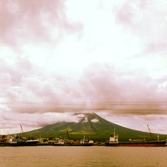 Photo taken at Embarcadero de Legazpi by Quennie C. on 7/2/2013