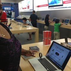 Photo taken at Apple Store, Brandon by Monica S. on 1/1/2013
