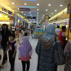 Photo taken at Mydin Mall by Mohd G. on 3/28/2013