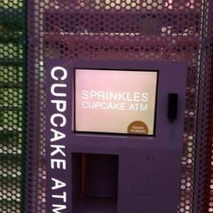 Photo taken at Sprinkles Cupcakes by Urvi B. on 2/6/2013