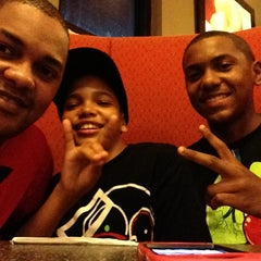 Photo taken at Pizza Hut by Choco P. on 9/17/2013
