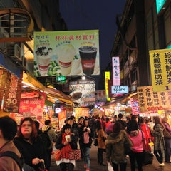 Photo taken at 逢甲夜市 Fengjia Night Market by Angel X. on 12/27/2012