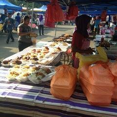 Photo taken at Bazar Ramadhan Seksyen 17 by 👾FarRa L. on 7/22/2013