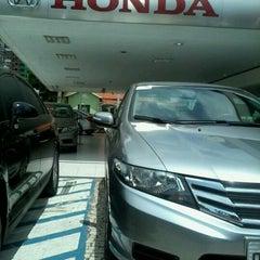 Photo taken at Honda Nova Luz by Jéssica T. on 3/13/2013