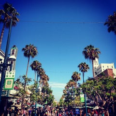 Photo taken at Third Street Promenade by Bruno M. on 7/12/2013