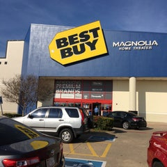 Photo taken at Best Buy by Greg A. on 12/11/2015