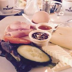 Das Foto wurde bei Café Feynsinn von Vika 🌾 P. am 2/8/2015 aufgenommen