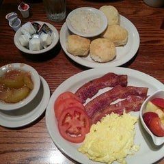 Photo taken at Cracker Barrel Old Country Store by Mellonie S. on 9/6/2013