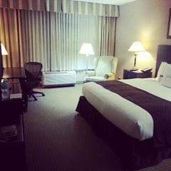 Photo taken at DoubleTree by Hilton Hotel Chicago Wood Dale-Elk Grove by Mario H. on 5/11/2013