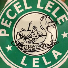 Photo taken at Pecel Lele Lela by Ditia F. on 11/23/2012