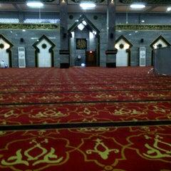 Photo taken at Masjid Raya Al-Musyawarah by Agus™ Yotomo on 7/4/2013