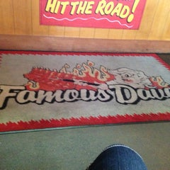 Photo taken at Famous Dave's by Ella🐾 on 8/7/2013