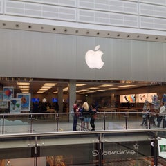 Photo taken at Apple Store by Jean-Marie B. on 5/22/2013