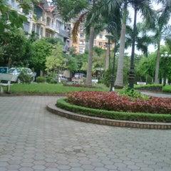 Photo taken at Vườn hoa Trung Yên by Fallleaves on 10/10/2012