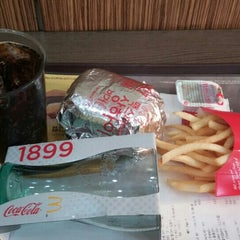 Photo taken at 맥도날드 (McDonald's) by YoungHoon K. on 4/17/2015