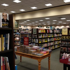 Photo taken at Barnes & Noble by Shannon D. on 3/12/2013