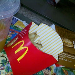 Photo taken at McDonald's by Liciane F. on 1/17/2013