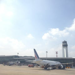 Photo taken at Tan Son Nhat International Airport (SGN) Sân Bay Quốc Tế Tân Sơn Nhất by TonNam S. on 6/26/2013