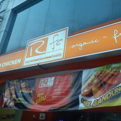 Photo taken at Radix Fried Chicken by Anees Z. on 10/13/2012