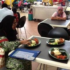 Photo taken at Sri Teja Food Court (Medan Selera) by Mohd Nor A. on 3/9/2013