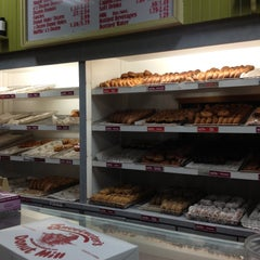 Photo taken at Sweetwater's Donut Mill by 🙈🙉🙊Alyssa B. on 4/29/2013