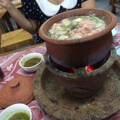 Photo taken at ซุ้ม 2 หมูจุ่ม หน้าวัฒโน by Wuttipong 7. on 2/25/2015