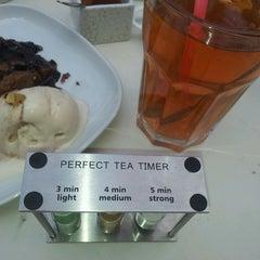 Photo taken at Green Tea by Luiza F. on 4/28/2013