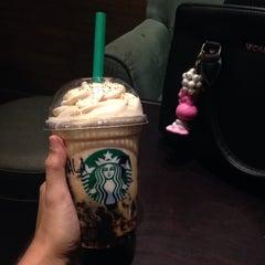 Photo taken at Starbucks by Ratna K. on 8/11/2015