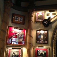 Photo taken at Hard Rock Cafe Mexico City by Jose Fili B. on 11/11/2012