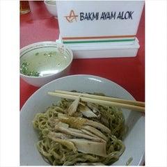 Photo taken at Bakmi Alok cab Kemakmuran by Bernarda N. on 9/10/2015