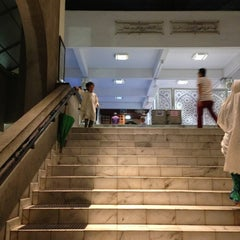 Photo taken at Masjid Saidina Abu Bakar As-Siddiq (مسجد سيدنا ابو بكر الصديق) by Nena S. on 7/13/2013