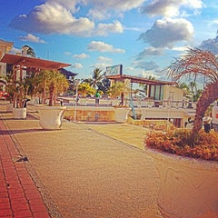 Photo taken at Discovery Shopping Mall by Ana A. on 5/1/2013
