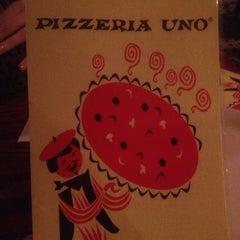 Photo taken at Uno Pizzeria & Grill - Chicago by Garett P. on 3/28/2013