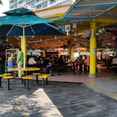 Photo taken at Zion Riverside Food Centre by Kevin T. on 8/18/2014