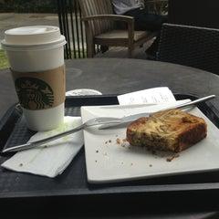 Photo taken at Starbucks 星巴克 by Yuli M. on 3/13/2013