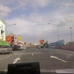 Photo taken at ศูนย์บริการทางหลวง ขาเข้า (Motorway Service Center - Inbound) by kaptnaka n. on 5/5/2013
