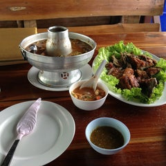 Photo taken at ปลาชานเมือง by Piti C. on 1/30/2013