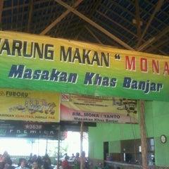 Photo taken at RM Mona masakan Banjar by Agung A. on 9/27/2012